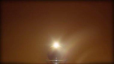Chiudere il colpo di una ciotola di vetro formata artisticamente con sabbia in esso — Video Stock