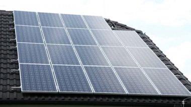 Estación de energía solar — Vídeo de stock