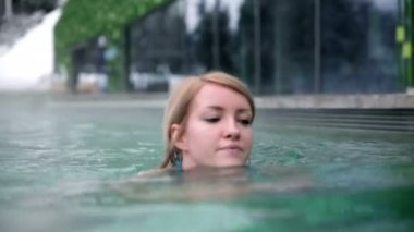 Woman in the pool — Stock Video