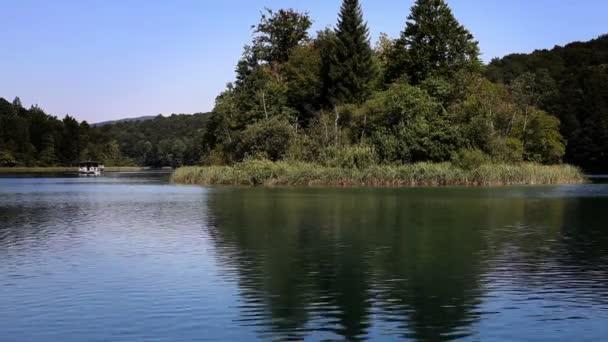 Magnifique paysage dans le parc national de plitvice — Vidéo