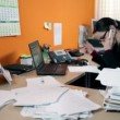 Business woman in office on the phone searching for documents — 图库视频影像