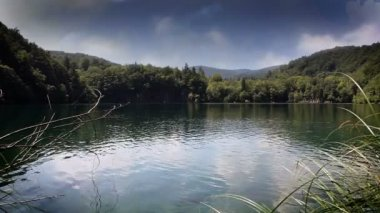 Beautifull landscape in Plitvice national park with added cloud time laps — Stock Video