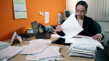 Business woman in office depressed searching for documents — Stock Video