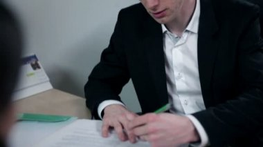 Young businessman writing down meeting information — Stock Video