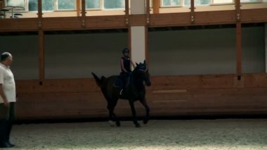 Big hall for training young girl riding horse for equestrianism — Wideo stockowe