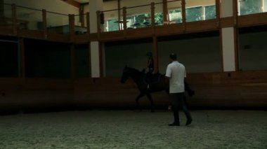 Young girl training for professional jockey — Wideo stockowe
