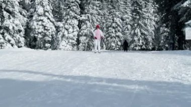 Teenaged girl enjoying winter time while skiing — Stock Video