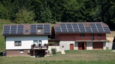 Solar panel houses on a farm — Vídeo de stock