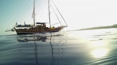 Pirate ship from underwater shot — Stock Video