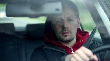 Man in car driving — Vídeo de stock