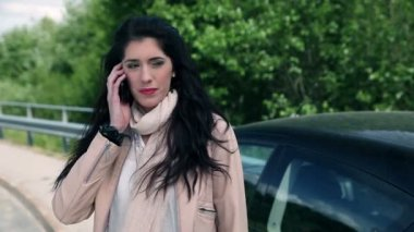 Woman talking on the phone with seductive look at somebody — Video Stock