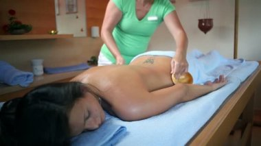 Special massage with coconut shell on womans back — 图库视频影像