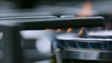 Cooktop on fire sliding through — Stock Video