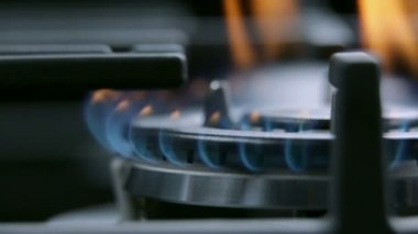 Maximum power on gas cooker cooktop — Stock Video