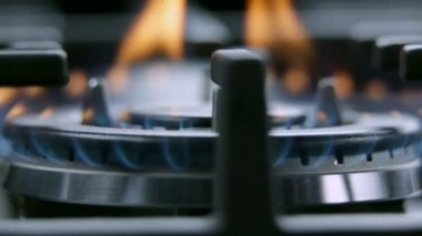 Close up of cooktop on fire — Stock Video