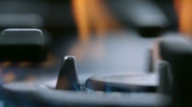 Extreme close up on fire from gas cooker cooktop — Stock Video