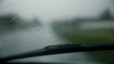Rain drops falling on windshield while driving — Vídeo de Stock