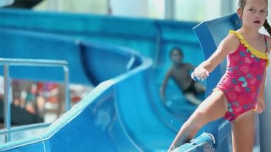 Kids comming down the waterslide quicly moving away — Stock Video