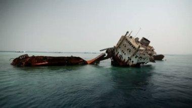 Old sunken ship falling apart at sea — Stock Video
