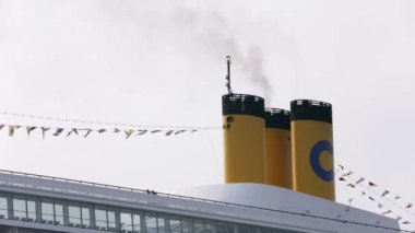 Ship chimney with visible steam — Vídeo de Stock