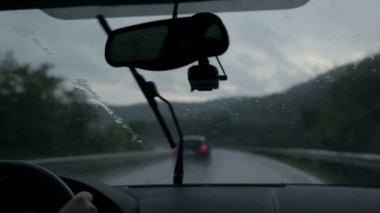 Shot through windscreen while driving on motorway on rainy evening — Stok video
