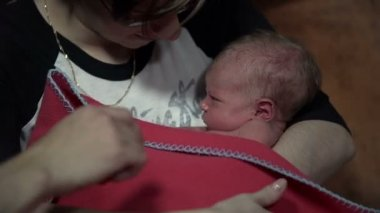 Mother covering baby with red blanket and treating him lovingly — Stock Video