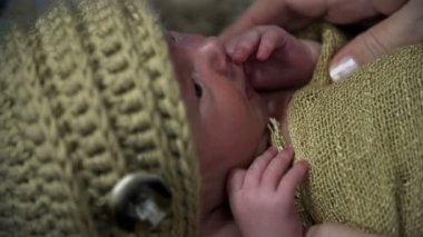 Covering baby's head with wool hat — Video Stock