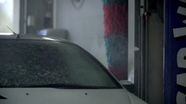 Carwash apparature spurting water mixed with cleaning liquid — Stock Video