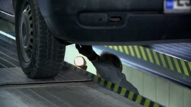 Mechanic is duing a maintainance service under a car — Stock Video