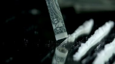 Sniffing the cocaine lines with a dollar bill in slow motion — 图库视频影像