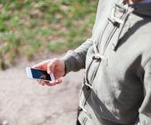 Man met smartphone — Stockfoto