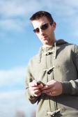 Man met smartphone — Foto de Stock