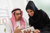 Arabian Couple using Tablet — Zdjęcie stockowe