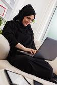 Arabic Woman Using Laptop — Zdjęcie stockowe