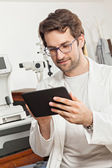 Ophthalmologist Using Digital Tablet — Foto Stock