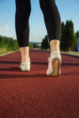 トレーニング中に女性のフィットネス シューズ — ストック写真