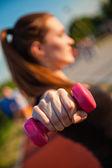 若い女性のワークアウト — ストック写真