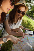 Tourist Girls In Nature Browsing Map — Stock Photo