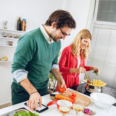 Couple cooking together in kitchen — Foto de Stock