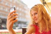 Woman taking self portrait — Zdjęcie stockowe
