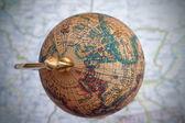 Wereldwijd globe over een kaart — Foto de Stock