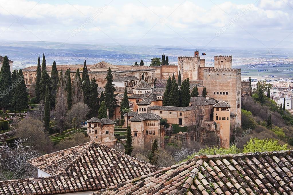 Ver el la alhambra desde los jardines del generalife de granada espa a foto editorial de - Residencia los jardines granada ...