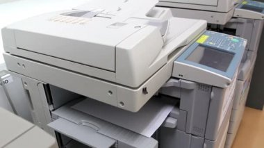 Office man using paper copy machine — Stock Video