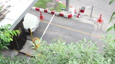 Otopark hizmeti de otomatik yol barrier gate — Stok video