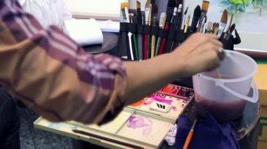 Artist using palette — Stock Video