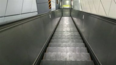 Empty elevator down to subway station — Video Stock