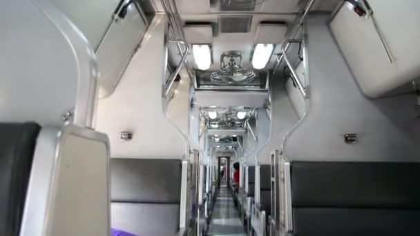 Intérieur de transport public ferroviaire en thaïlande — Vidéo
