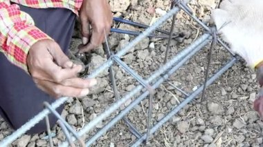 Workers tied wire metal for building construction — Stock Video