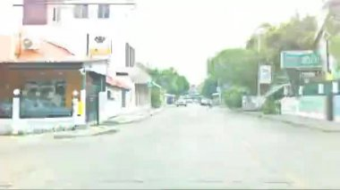 Timelapse car driving on busy street — Vidéo