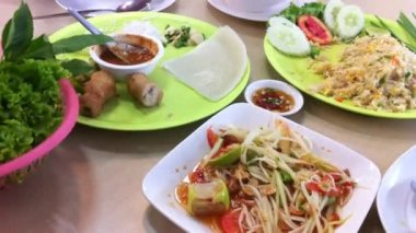 Thai and Vietnamese spicy food eating — Stock Video